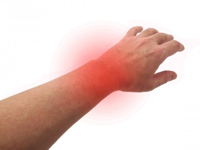 手首の痛みの原因は?